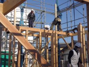 建方作業中