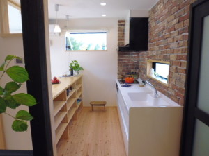 キッチン カウンターは、可動式でようとに合わせて使用できます。