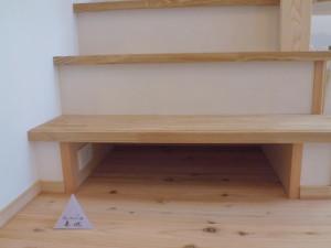階段1段目はルンバの収納吉となっています。